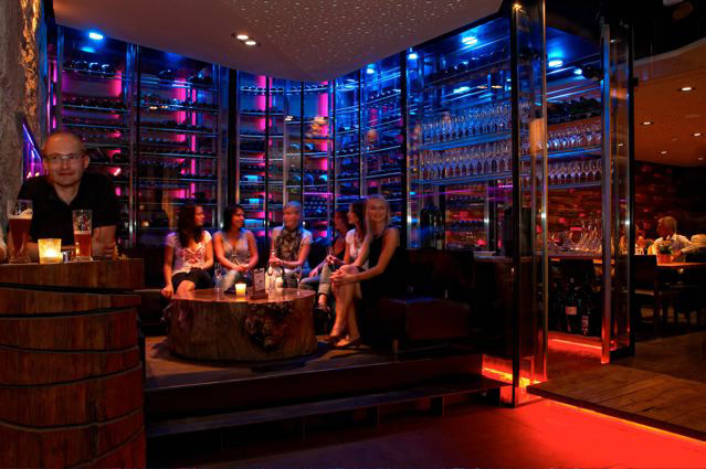 Linz single bar